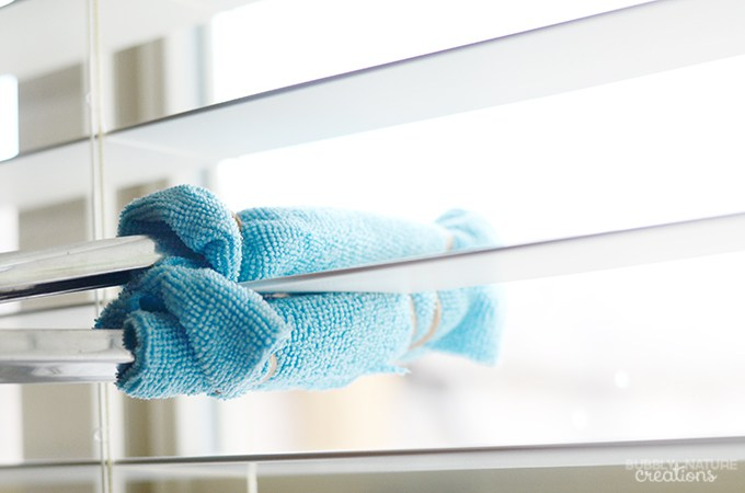 1458146498-diy-quick-and-easy-way-to-clean-blinds-quick-way-to-clean-blinds-and-reach-high-spots-this-is-genius-2